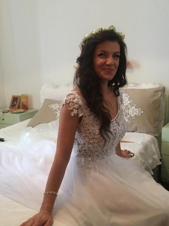 d229fcf31685 Married.gr Νυφικά - Χειροποίητο νυφικό σε medium μέγεθος
